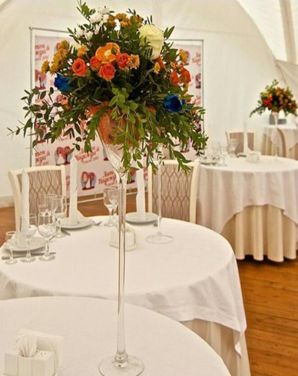 Вертикальные композиции для столов гостей