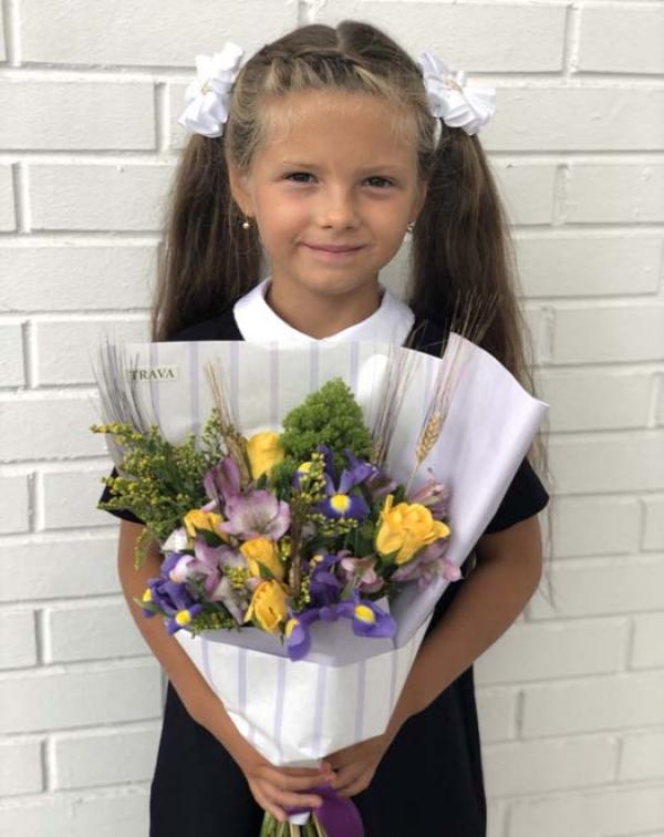 Букет на 1 сентября с желтыми розами и фиолетовыми ирисами