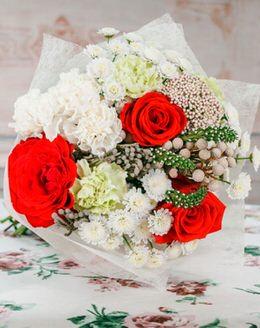 115 Букет цветов с розами, хризантемами, гвоздикой, капсом