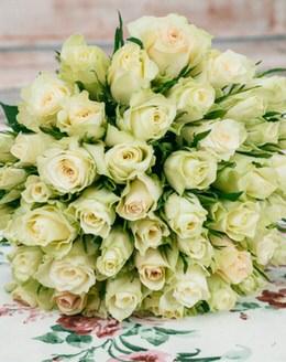 Букет из 51 розы мини, лента
