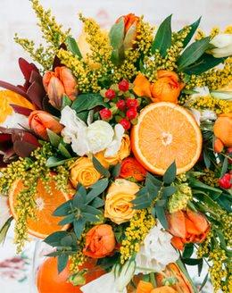 127 Букет цветов с леукадендроном, апельсином, гиперикумом, тюльпаном, ...