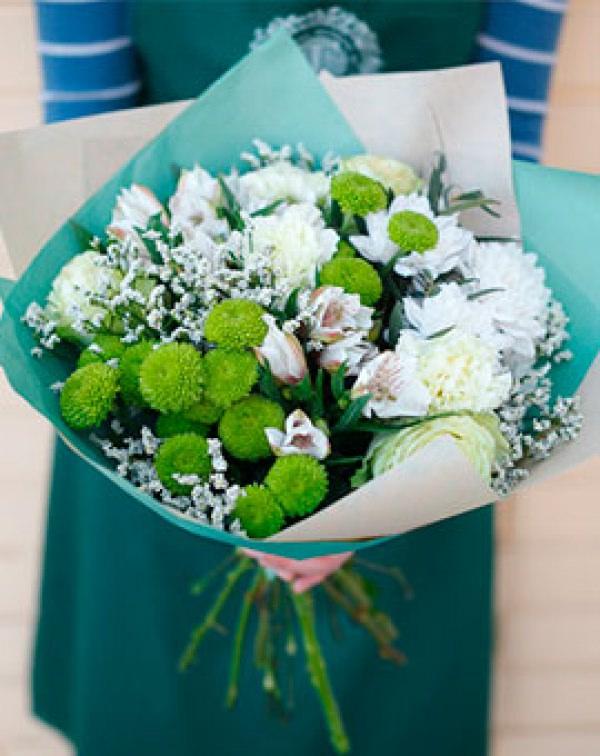 Букет цветов из хризантем, гвоздик, роз, альстромерии, лимониума