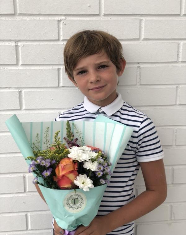Букет на 1 сентября с розой и хризантемами