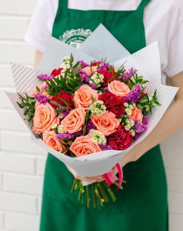 181 Букет цветов с розой, статицей, гвоздикой и астер