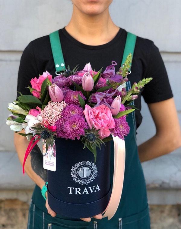 Букет цветов в коробке хризантемы, тюльпаны, розы