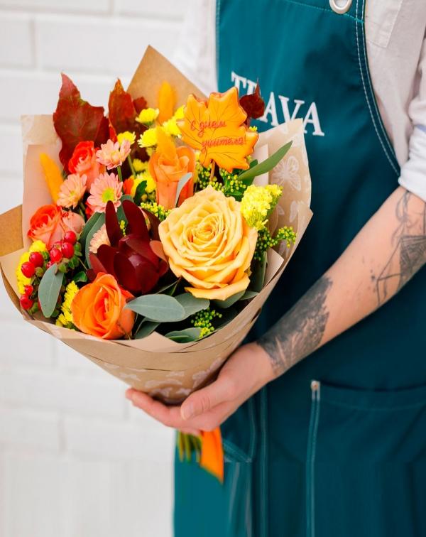 Букет осенний: хризантема, роза, леукадендрон, ...