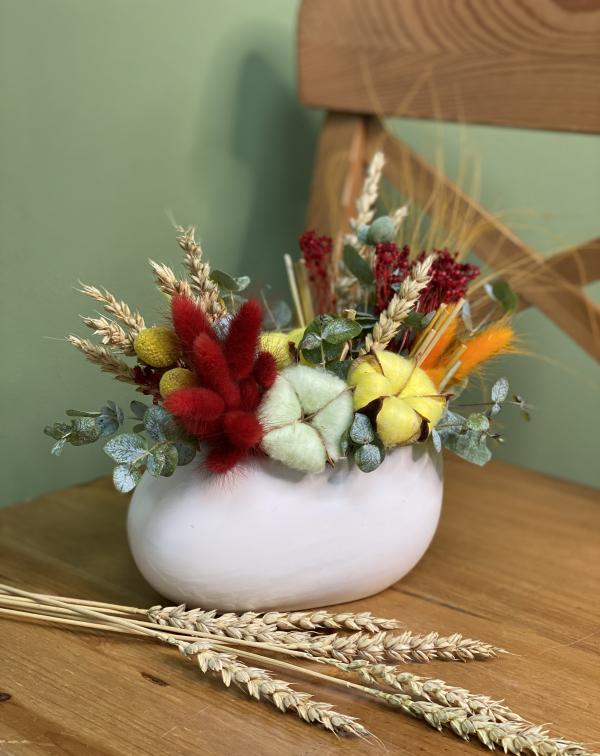 Композиция из сухоцветов в керамическом кашпо